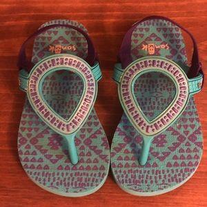 Sanuk sling back sandals toddler size 7- 10
